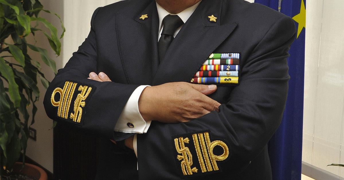 Gradi marina gradi e qualifiche della marina militare for Londi e gradi